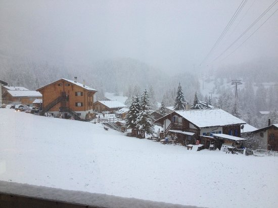 Hotel Matterhorn Focus: Front view from the bedroom after snow falls during the night