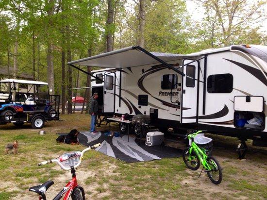 Holiday Trav-L-Park : Camping