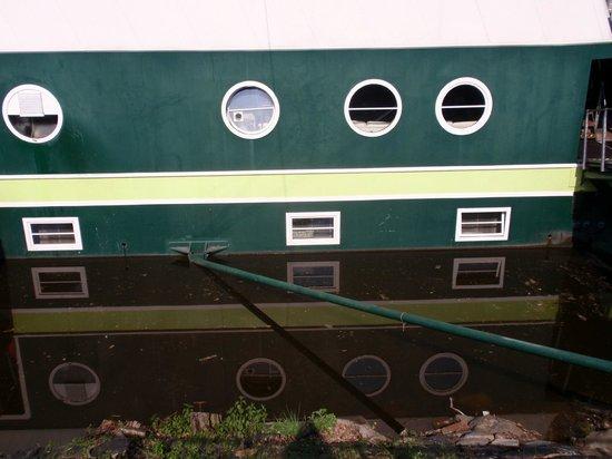 Greenyacht Hotel: unser Fenster war das mittlere unten