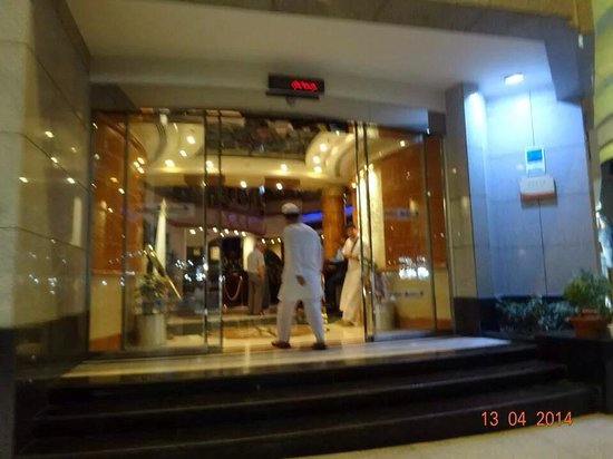 Leader Al Muna Kareem Hotel: Entrance