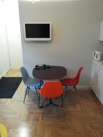Crystal Suites chez Helena: Ingresso con piccola cucina
