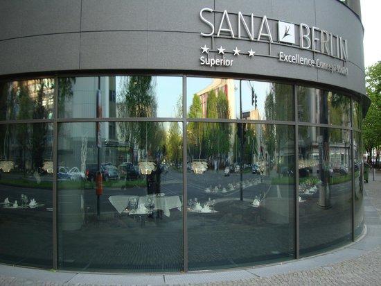 SANA Berlin Hotel : Front corner view