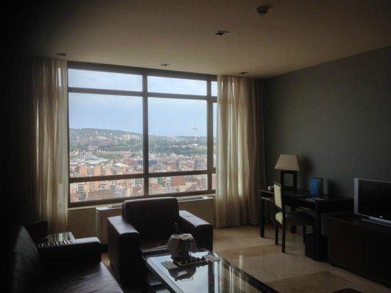 Gran Hotel Torre Catalunya: Living Room in Suite