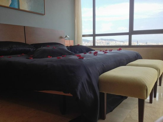 Gran Hotel Torre Catalunya: Bedroom in Suite