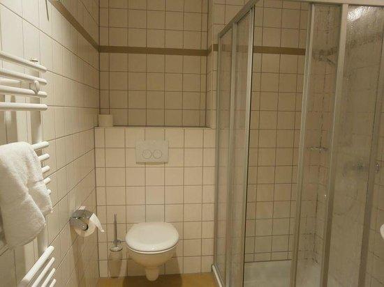 JUFA Hotel Jülich: Bathroom