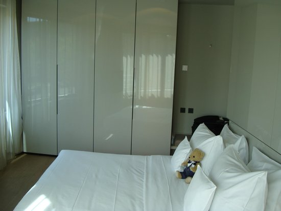 SANA Berlin Hotel: Bedroom with Oliver who travelled with us