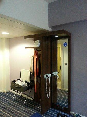 Holiday Inn Express Belfast City Queens Quarter: Third Floor Bedroom