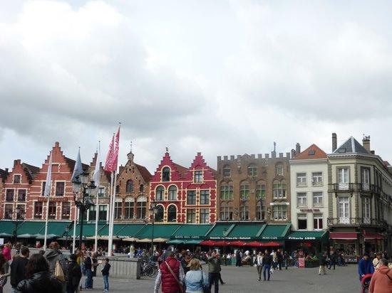 Grand-Place : 広場に面したレストラン街