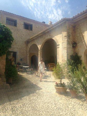 Finca Hotel Son Palou: Courtyard