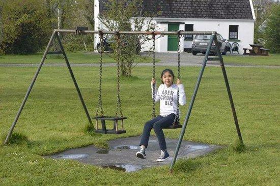 Killarney Lakeland Cottages : Swings for kids