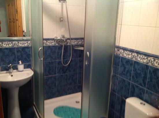 Skapo Apartments: Чистая ванная комната