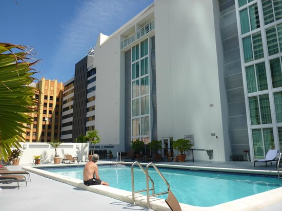 Courtyard Miami Downtown/Brickell Area: zwembad
