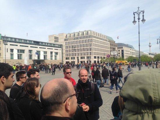SANDEMANs NEW Europe - Berlin: Lewis at Parisplatz