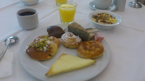 Renaissance Antalya Beach Resort & Spa: Breakfast