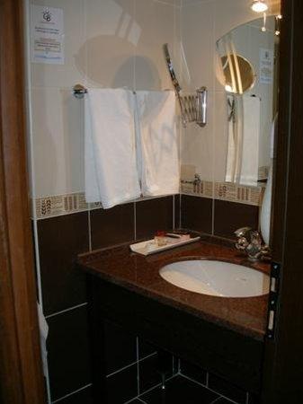 Grand Ballica Hotel: Bathroom 1