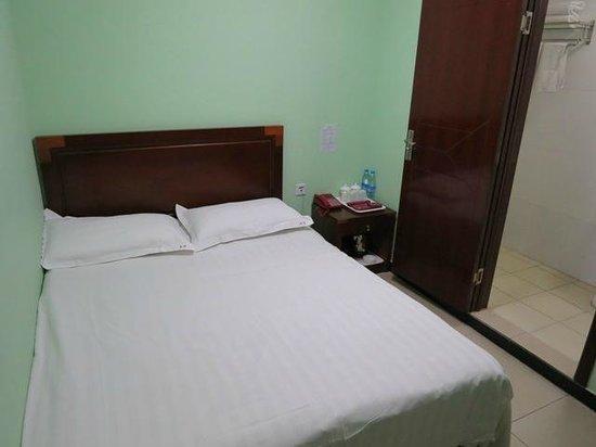Wangfujing Dawan Hotel: 狭いお部屋
