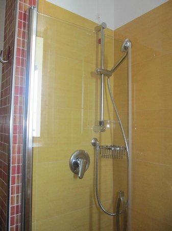 Hotel Parigi: la bellissima doccia