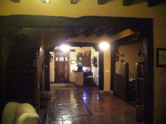 Posada San Pelayo: The hall