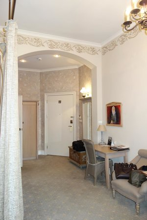 Art Hotel: Room Hallway