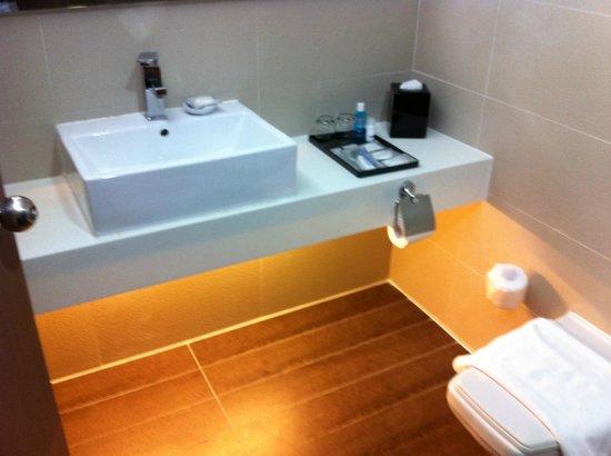 Village Hotel Bugis by Far East Hospitality: Bath