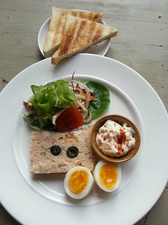 Le Saint-Regis : 6.	Fish terrine with a salad mix, egg and tartare sauce