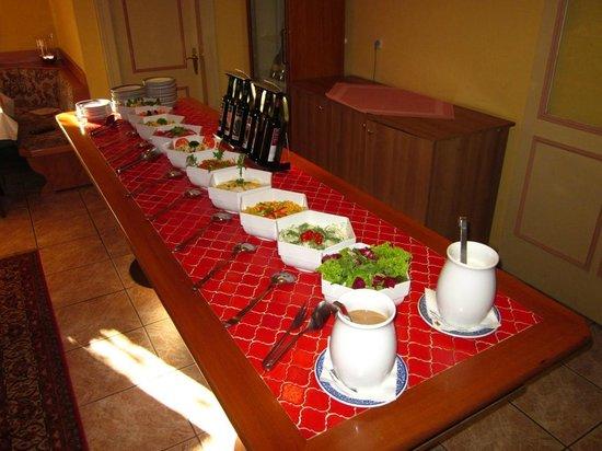 Hotel Posthof: Abends verwöhnen wir Sie mit einem frischen Salatbuffet.
