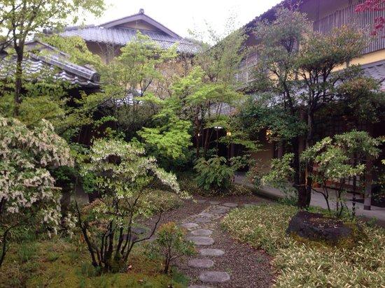 Yufuin Santokan: Courtyard Garden