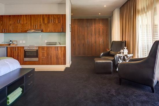 52 De Wet: Secluded Suite