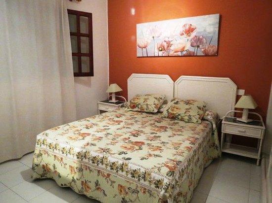 La Concha Apartments: Clean comfy bedroom