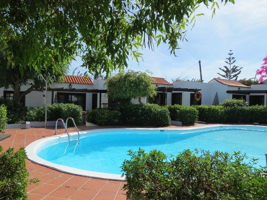 La Concha Apartments: Front pool