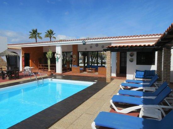 La Concha Apartments: Rear pool