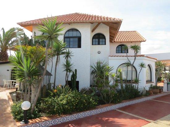 La Concha Apartments: Rear area