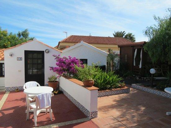La Concha Apartments: Rear bungalows