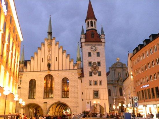 Marienplatz: Старая ратуша