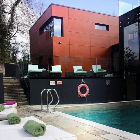 Ockenden Manor Hotel & Spa: Pool