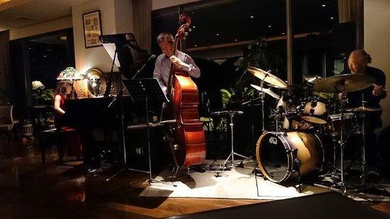 Seikai: Live band near at the bar