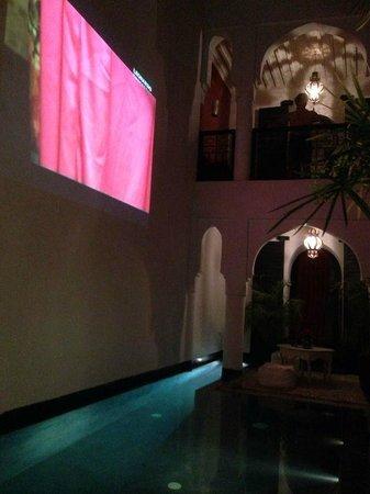 Riad Golfame: Piscina - giardino interno