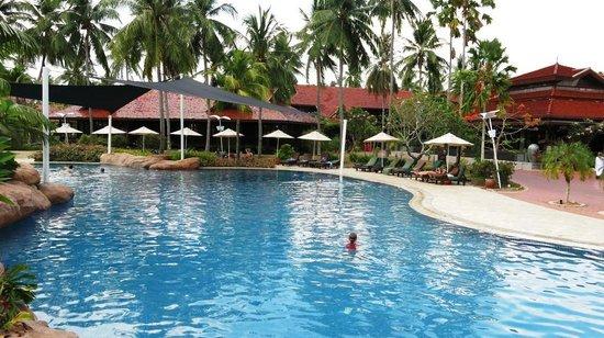 Lagoon Pool Picture Of Meritus Pelangi Beach Resort Spa Langkawi Pantai Cenang Tripadvisor