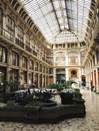 Best Western Crystal Palace Hotel : une des nombreuses galeries