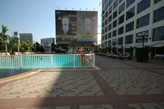 Bangkok Palace Hotel : бассейн