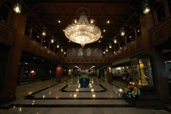 Bangkok Palace Hotel: Холл