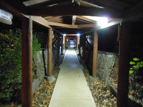 Chikurakutei: 部屋までの通路