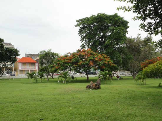 Independence Square: Lots of green space