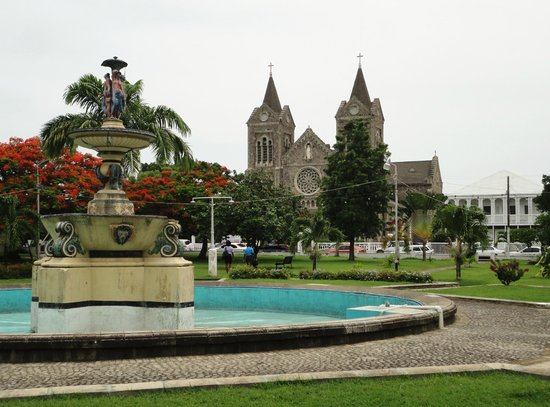 Independence Square: Fountain and cathedral