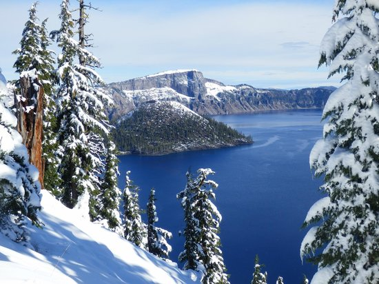 Crater Lake Resort : Crater Lake mit erstem Schnee im September