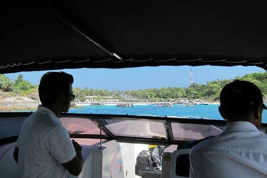 The Racha : First views of the island!