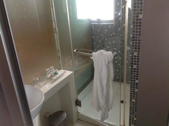 Acesite Knutsford Hotel: kamar mandi