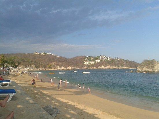 Barcelo Huatulco: Playa Tangolunda izquierda