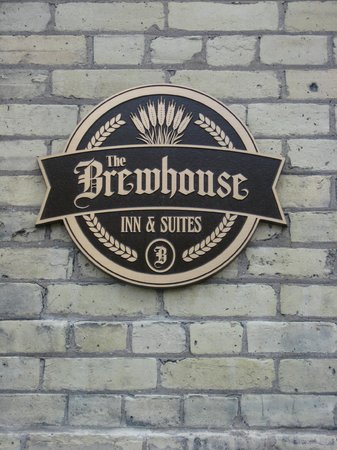 The Brewhouse Inn & Suites: Welcoming sign