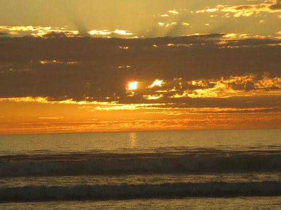 Point of View Villa: Sunset on Sunset Beach!